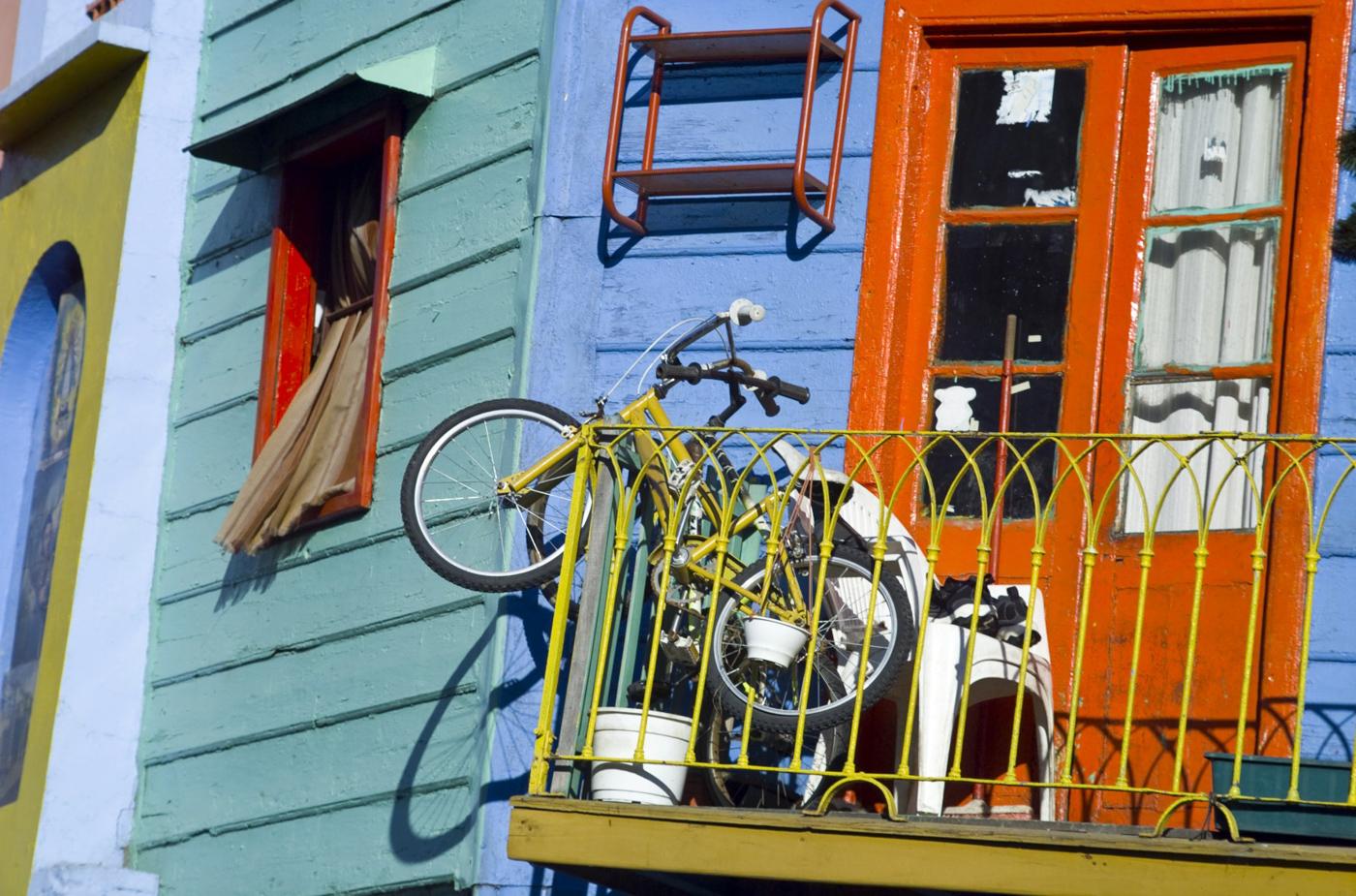 arg09-bike-tour-bue-free-istock-000004001221
