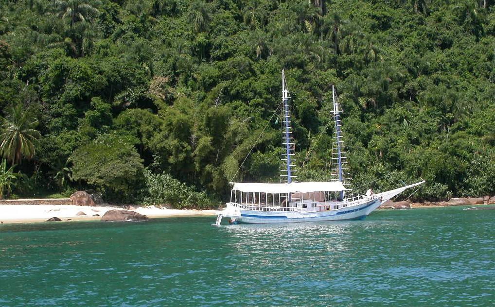 bra16-schooner-free-picinguaba