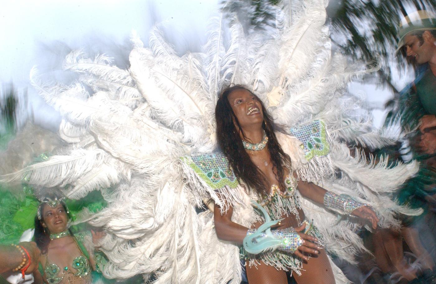 bra22-carnival-pay-bernadettelou