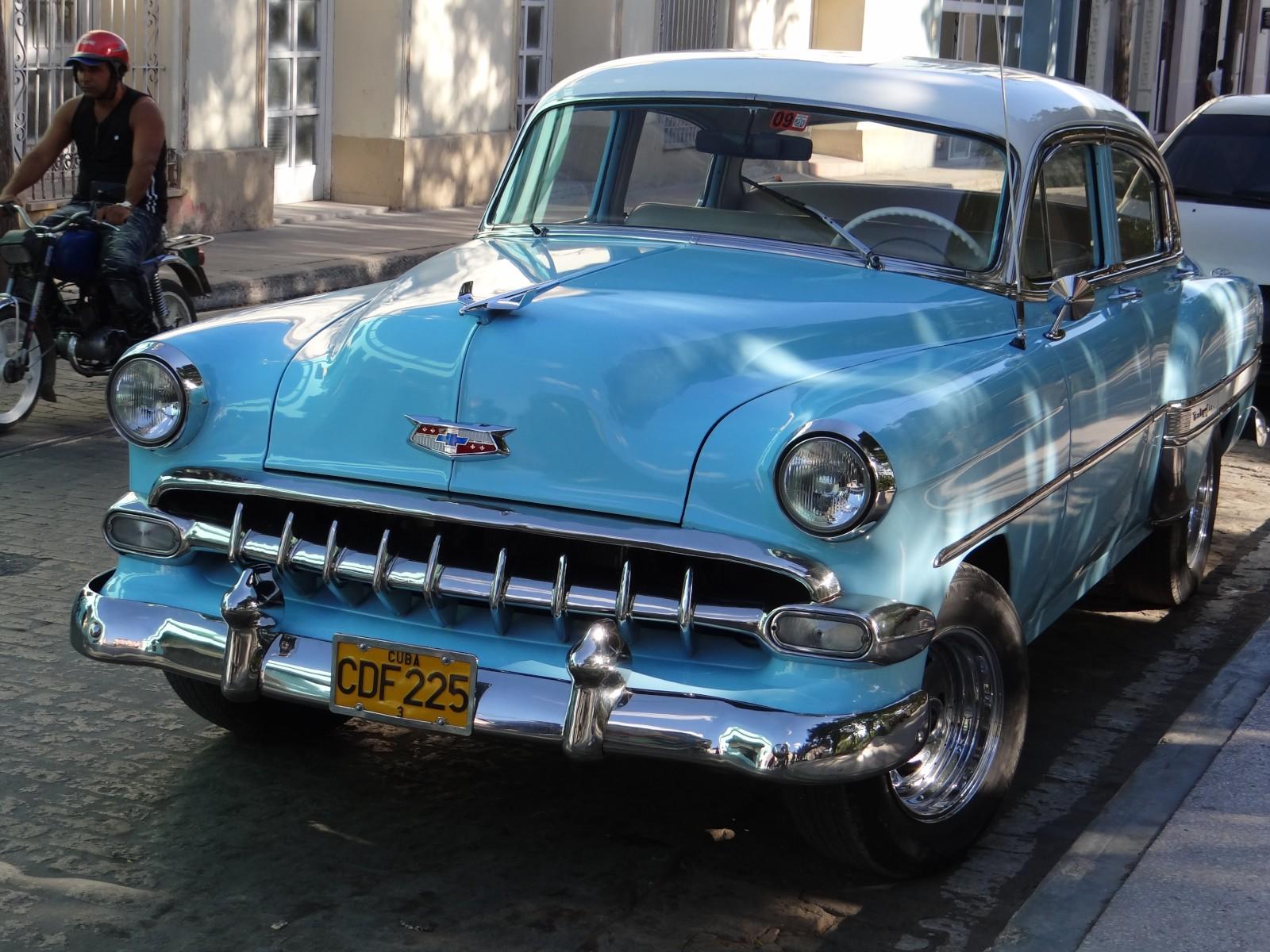 cub16-tour-havana-in-a-classic-car-free-lat