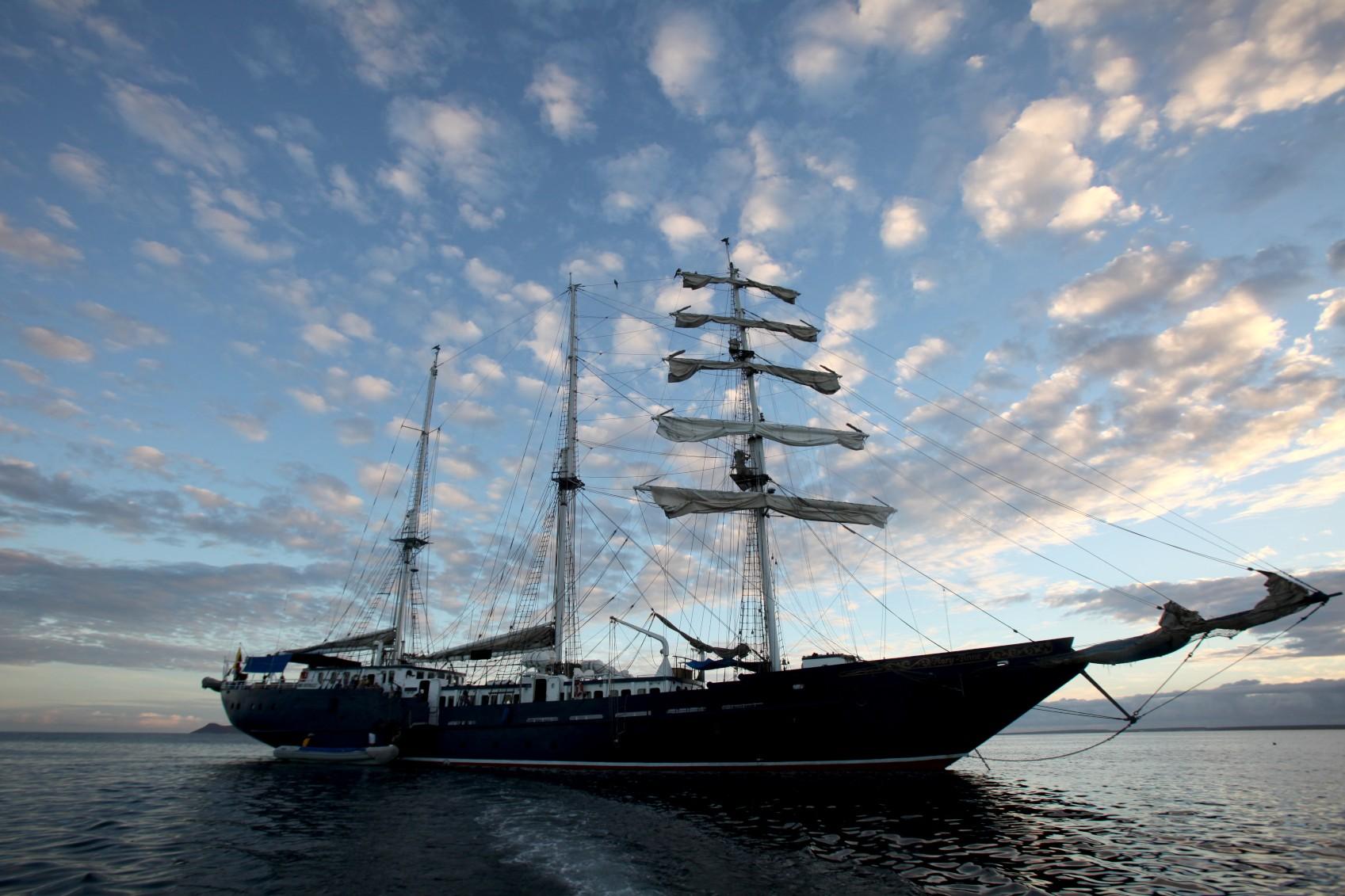 ecu14-take-a-cruise-in-the-galapagos-free