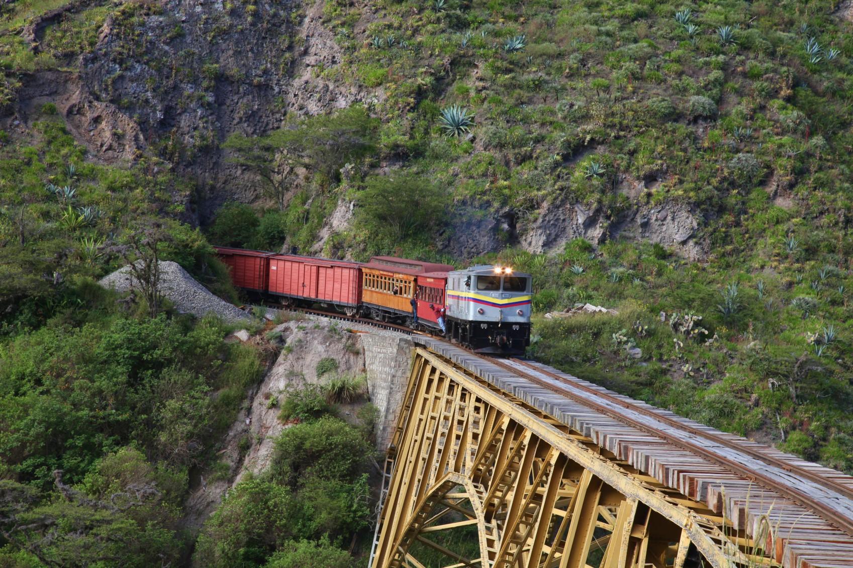 ecu23-take-the-tren-de-la-libertad-tren-crucero-free