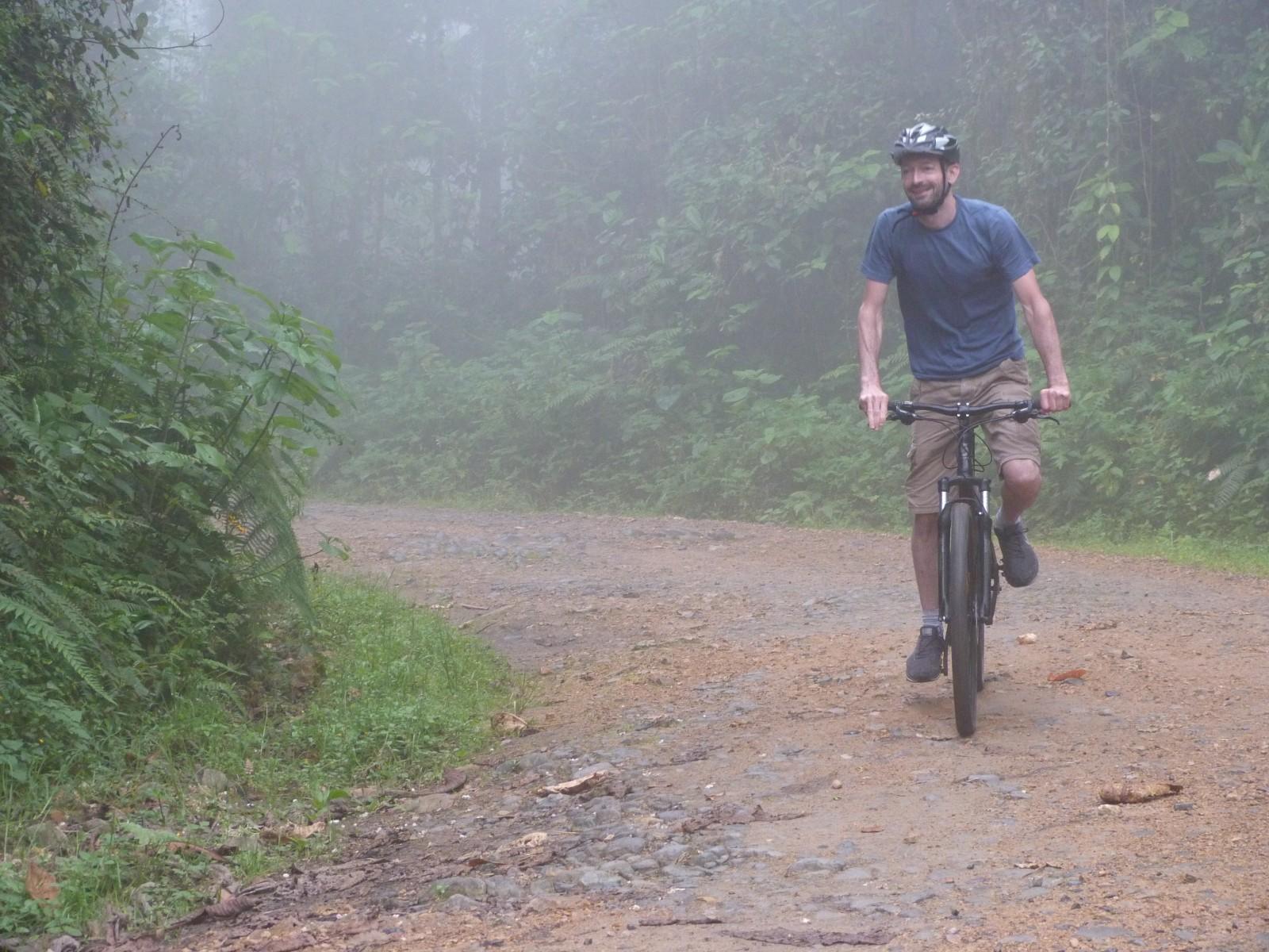 ecu33-mountain-bike-to-mindo-cloudforest-dn-free