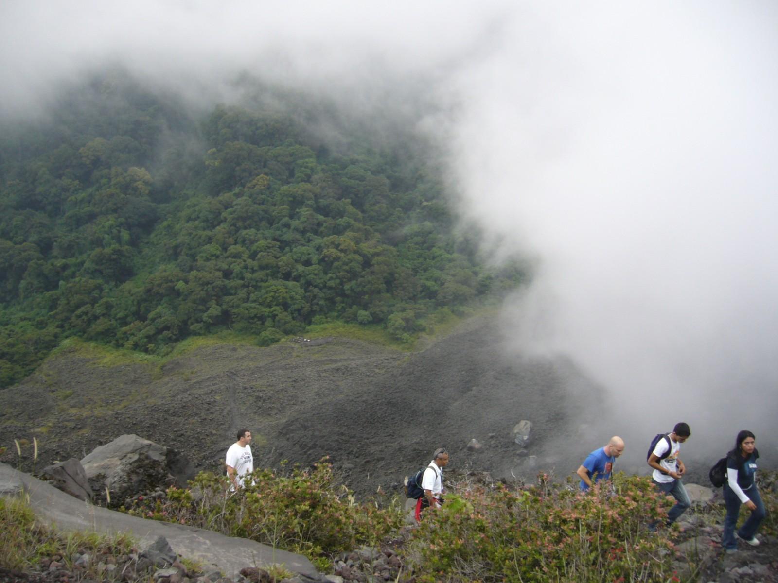 sal03-volcano-walking-n-cerro-verde-free-ra