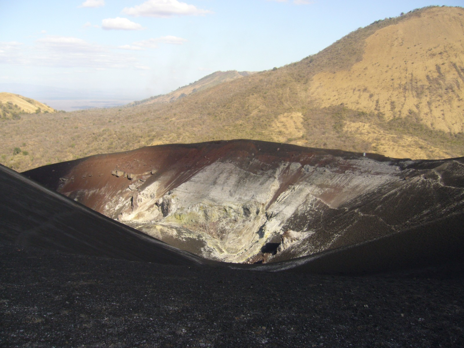 nic08-climb-an-active-volcano-free-rafe